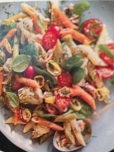 Pasta with tuna, spinach and artichokes
